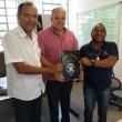 27-09-18-Edson Batista, Gilmar Rotta e Milton Costa exibem o projeto aprovado pela Câmara que estabelece a homenagem