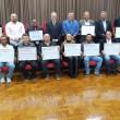 30-09-19-Grupo de trabalhadores homenageados posa para foto com autoridades que prestigiaram a solenidade