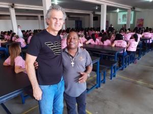 21-10-19-Milton Costa e o proprietário da Máster Móveis, Abrahão Manfrinato, durante o lançamento da campanha