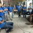 13-12-19- O presidente do Sinticompi, Milton Costa, em indústria, dialogando com trabalhadores